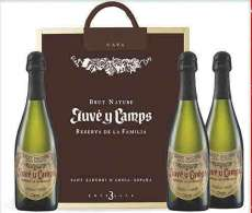 Wino czerwone 3 Juvé  de La Familia en caja de madera